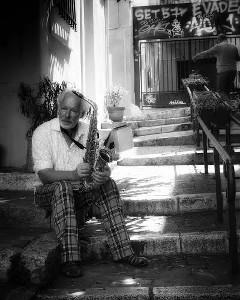 Pleiter Dolf (chant, saxophone)